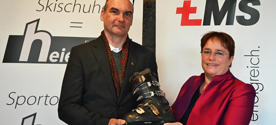 Magdalena Martullo (right) and Hans-Martin Heierling (left) present their project for the first fully recyclable ski boot. Image credit: EMS-Chemie Holding AG