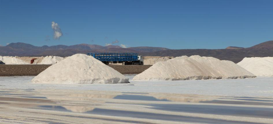"The ""Salar de Atacama"" in Chile offers perfect conditions for lithium production"