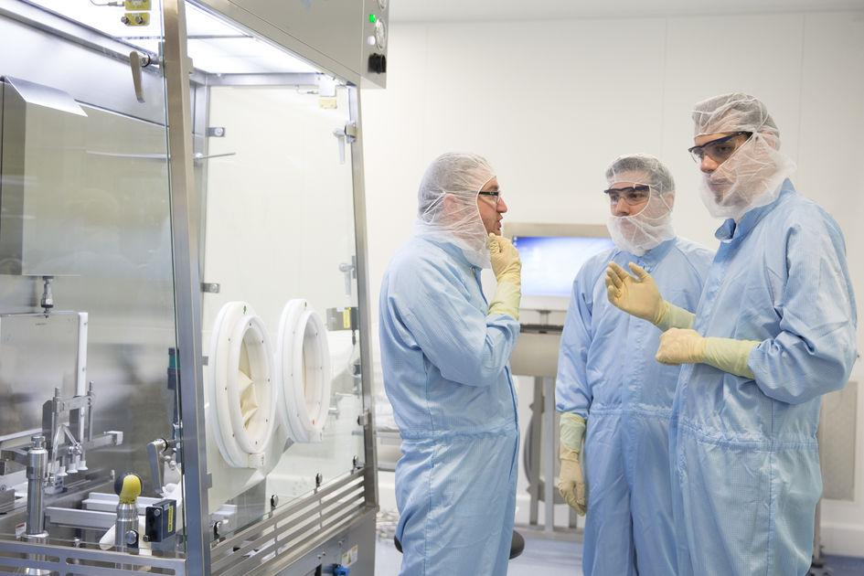 BioArk in Valais, Switzerland: operators in front of the production line (symbolic picture)