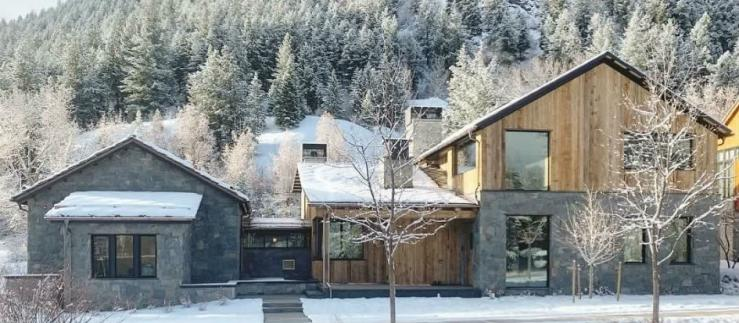 Chalissima chalet in a snowy setting