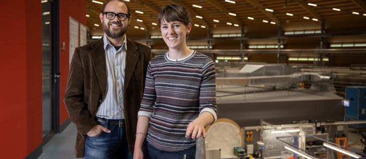 Manuel Guizar-Sicairos and Claire Donnelly at the Swiss Light Source SLS.