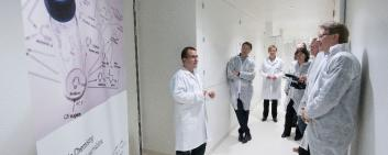 Lab tour at Lonza in Basel. (Img: Lonza)